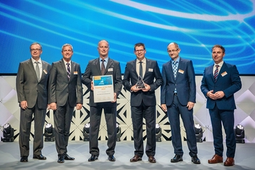 Thomas Guglhör and Ulrich Stanke receive the supplier of the year Award 2017